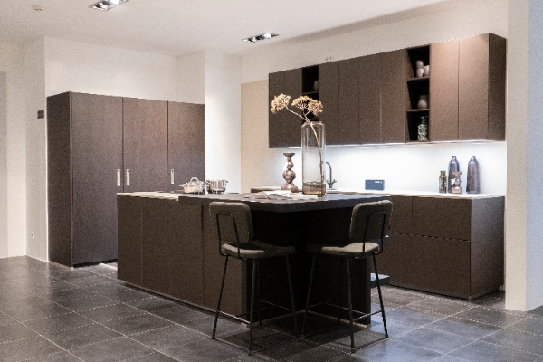 Design showroomkeuken hout