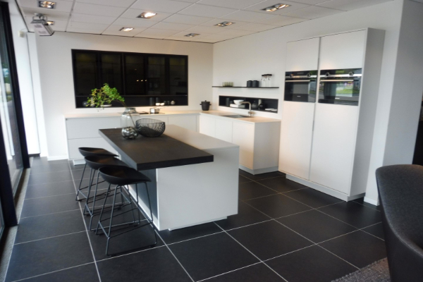 Nieuwenhuis showroomkeukens