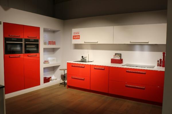Rode showroomkeuken