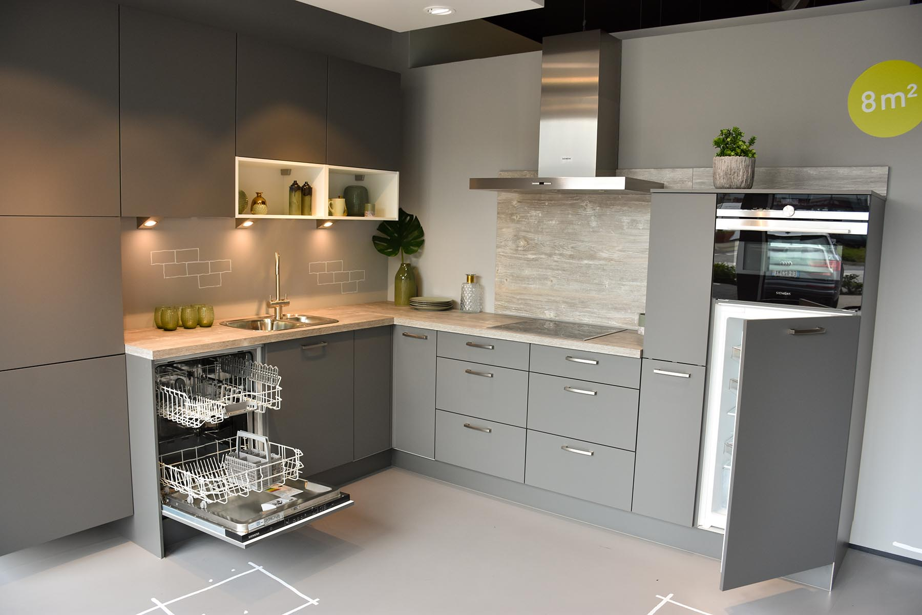 Donker grijze keuken