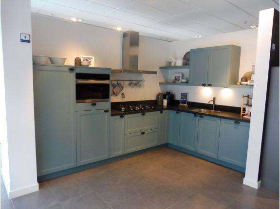 Licht blauwe keuken