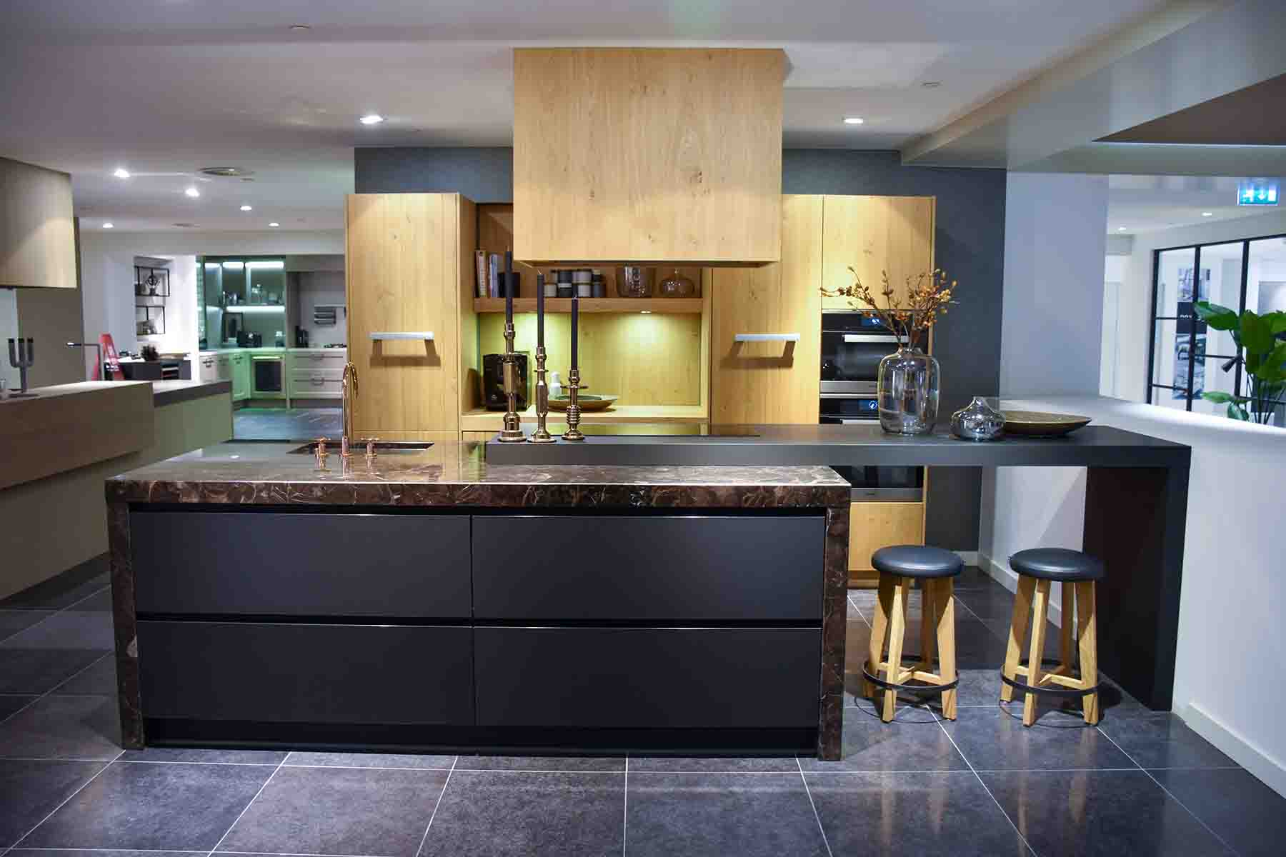 Zwarte design keuken